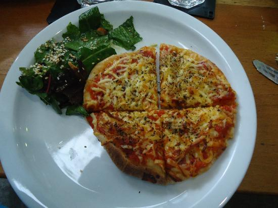 Jardin del Parque: Cheese Pizza, Salad Greens Were Tough