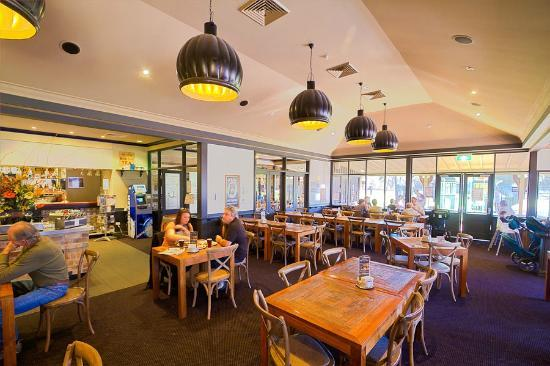 Old Brickworks Brasserie at Potters Hunter Valley: Enjoy the friendly atmosphere.