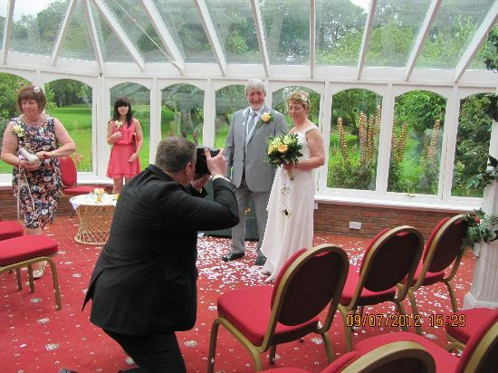 Marshall Meadows Country House Hotel: Conservatory ( wedding ceremony)
