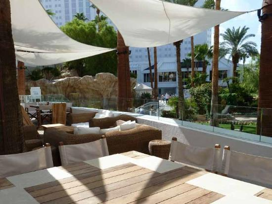 Tropicana Las Vegas   A DoubleTree By Hilton Hotel: Beach Cafe Outdoor Patio