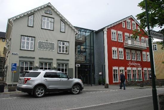 Hotel Reykjavik Centrum : Hotel -- with two wings, traditional and modern