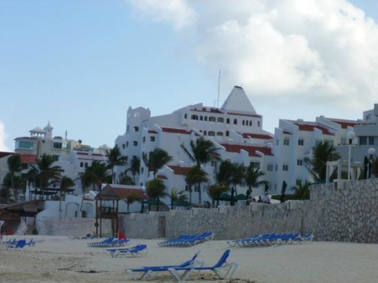 GR Caribe by Solaris: hotel from the beach