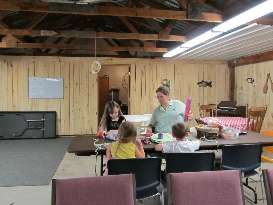 Bluegill Lake Campground: Rec hall with crafts for the kids