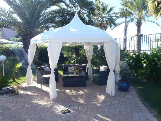 La Locandiera: Outdoor gazebo