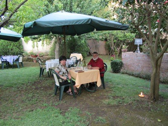 Il Granaio dei Casabella: Outdoor dinner setting