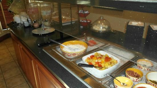 Staybridge Suites Chicago Oakbrook Terrace : Breakfast buffet.