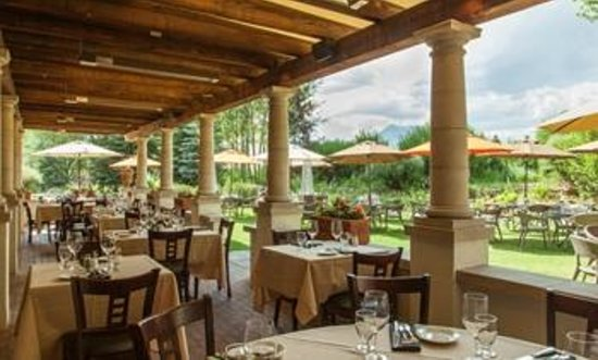 The Grill at Knob Hill: The Grill patio