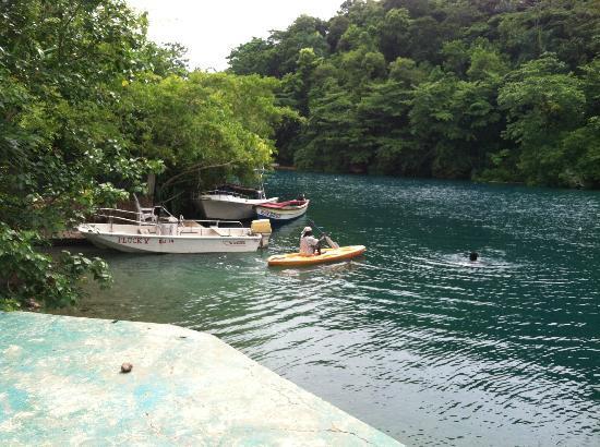 Moon San Villa: blue lagoon boat dock