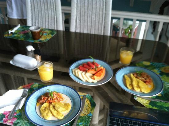 Moon San Villa: saltfish, fried plantains and fresh fruit as requested