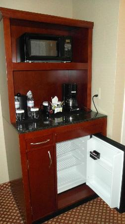 Hilton Garden Inn Chicago / Oakbrook Terrace: Complimentary bottles of water.