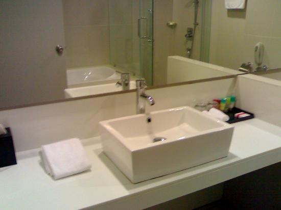 Century Langkasuka Resort: nice and big bathroom