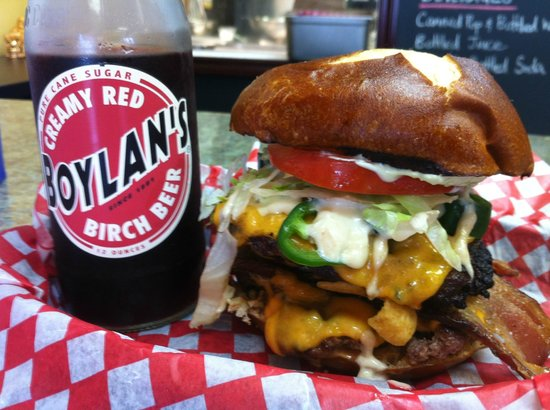 Burger Revolution : The Rebel w/ Boylans Creamy Red