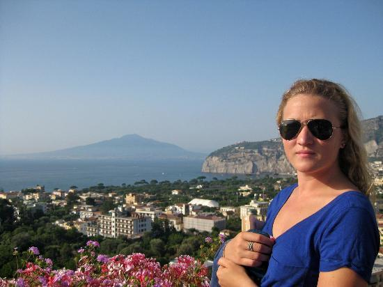 Cristina Hotel: View of Mt. Vesuvius