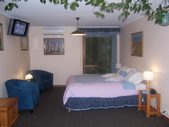 Adelaide Hills Bed and Breakfast Accommodation: Suite