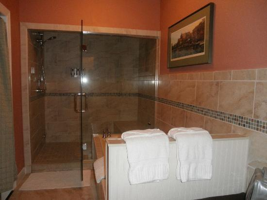 The Speckled Hen Inn: Bathroom
