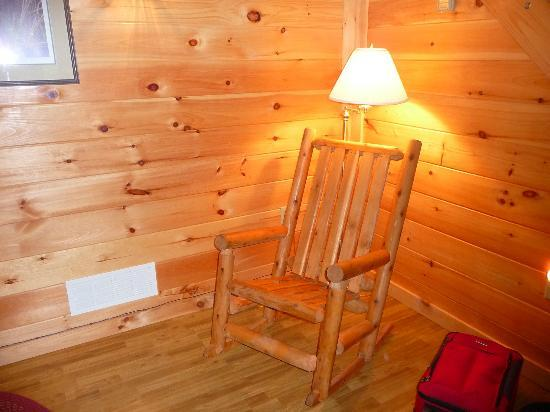Saxton, Pennsylvanie : Chair in living room