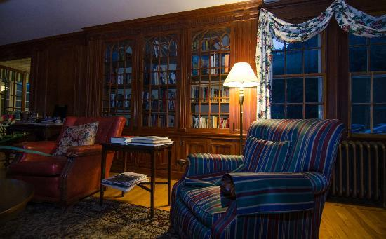 Blackberry River Inn: library
