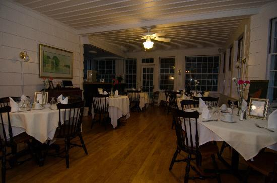 Blackberry River Inn: Dining