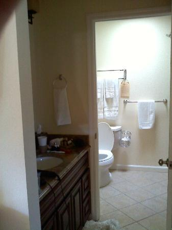 West Sonoma Inn & Spa: Bathroom area