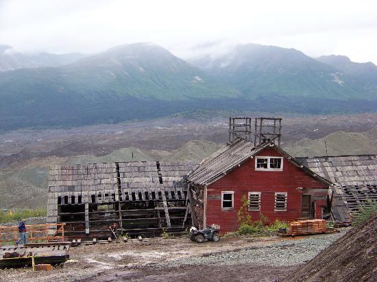 Kennecott Copper Mine : Kenicott Mine, across the valley