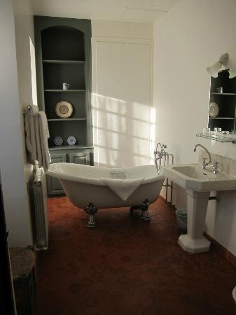 Chateau d'Esparron : Jaune Bathroom