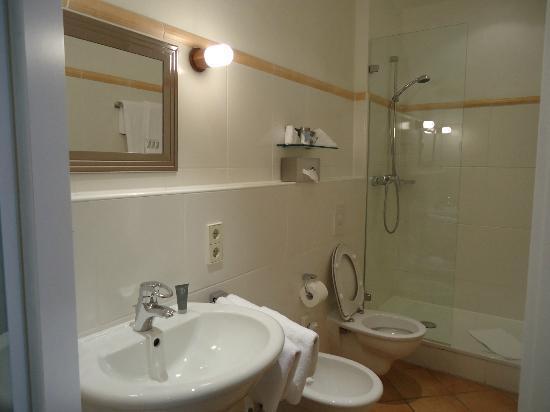Hotel Drei Raben: belo banheiro