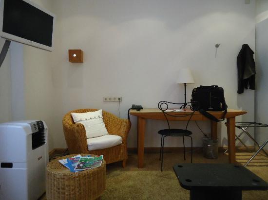 Hotel Drei Raben: quarto espaçoso e bem equipado