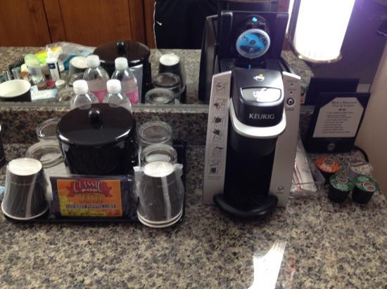 Watertown Hotel - A Staypineapple Hotel : Mini Keurig and bottled water