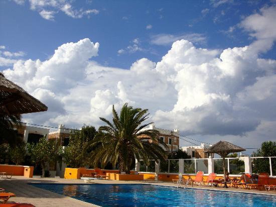 Naxos Beach Hotel : pool view