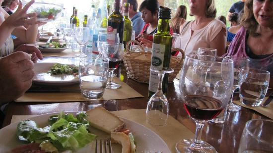 Fattoria Poggio Alloro: Eating!