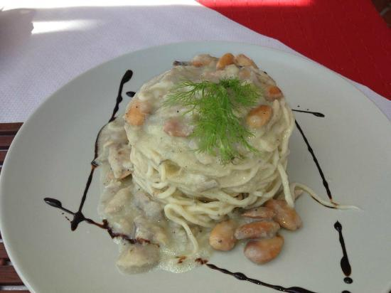 La Cueva de Lobos: spaghetti with sardinas, almonds and fennel cream