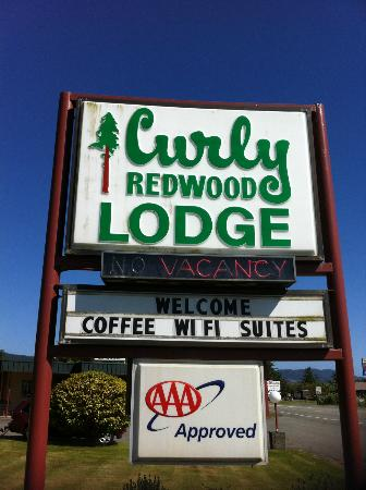 Curly Redwood Lodge: signage