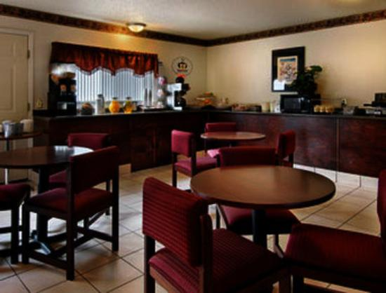 Super 8 Jonesboro: Breakfast Area