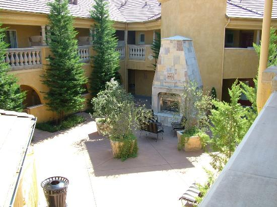 BEST WESTERN Dry Creek Inn: Courtyard