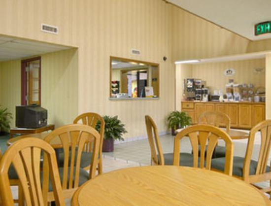 Super 8 Bentonville : Breakfast Area