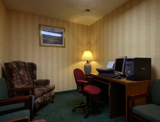 Super 8 Bentonville : Business Center