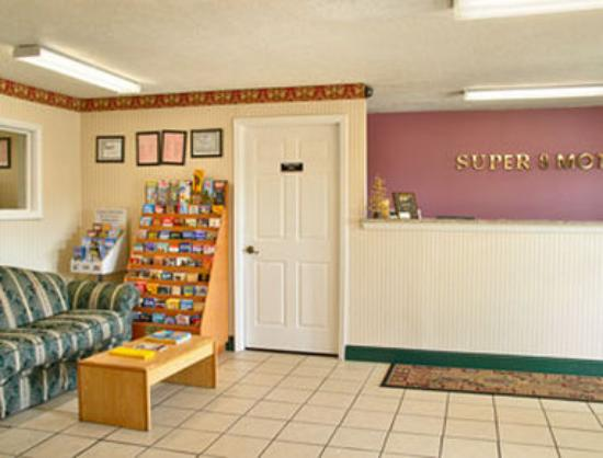 Super 8 Cleveland: Lobby