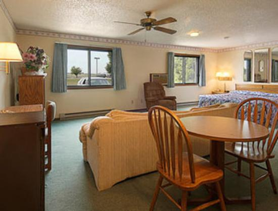 Super 8 Oshkosh Airport : Aviator Suite