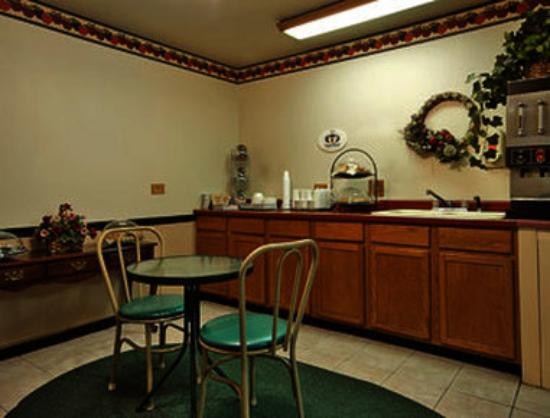 Super 8 Morris: Breakfast Area