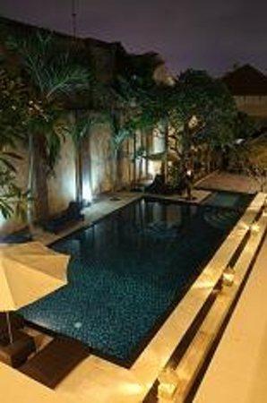 Radha Bali Hotel : Pool area