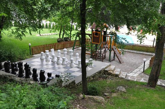 Gradina Hotel: Playground, chess
