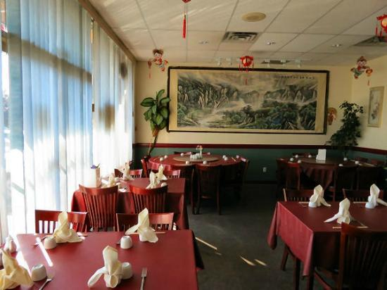 Golden Gate Chinese Restaurant: Interior decor.
