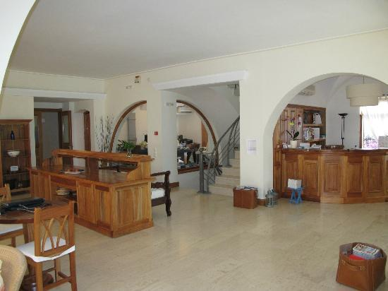 Hotel Matina: Lobby/Breakfast Buffet/Office