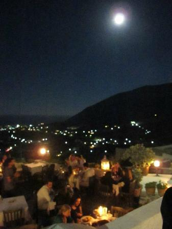 Hotel Matina: Metaxi Mas taverna above village of Kamari & below Full Moon!