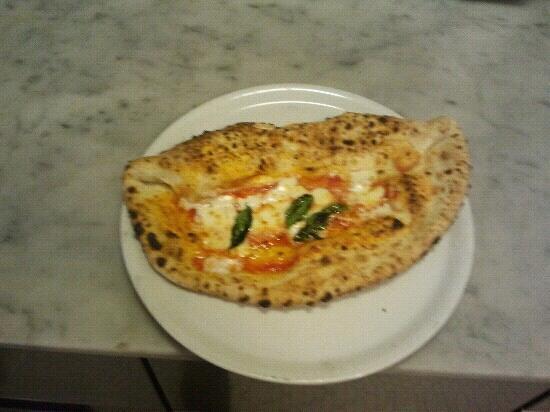 Lucio Pizzeria : la pizza lucio...met? pizza met? calzone con ricotta.