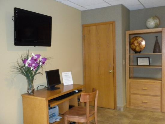 McMinnville Inn: Business Center