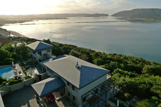 Kanonkop Guest House: views to the famous heads across the lagoon