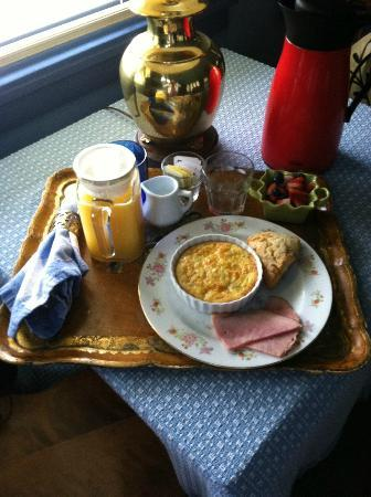 Country Cottage of Langley: Yummy breakfast delivered to the room, by request (egg souffle, ham, and candied ginger scone)!
