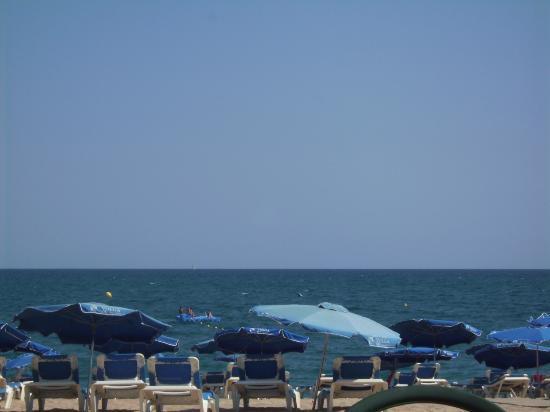 Hotel Volga: Am Strand in Calella