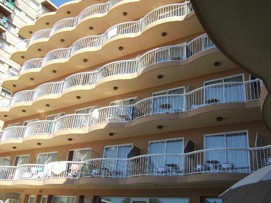 Hotel Volga: Aussicht aufs Hotel vom Pool